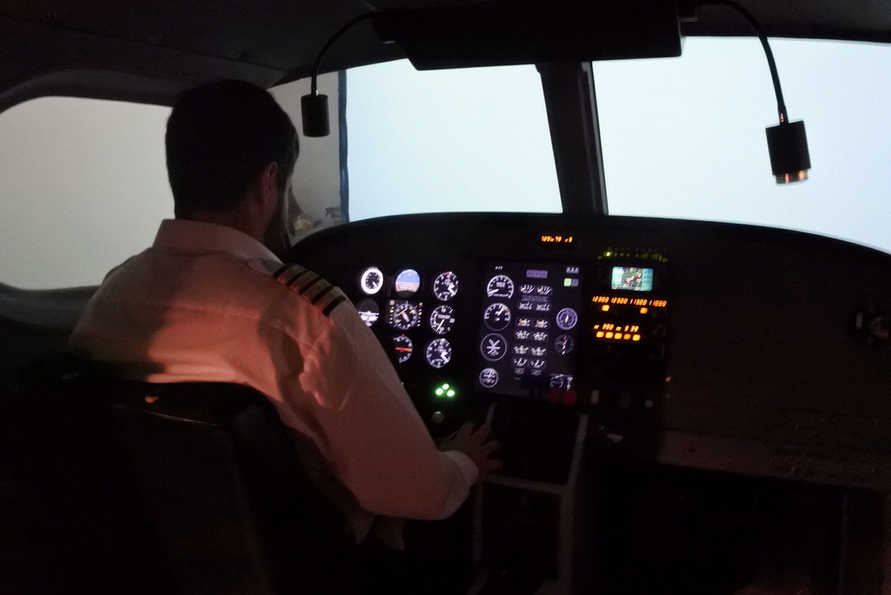 Learn to Fly   Flying Lessons, Pilot Training and